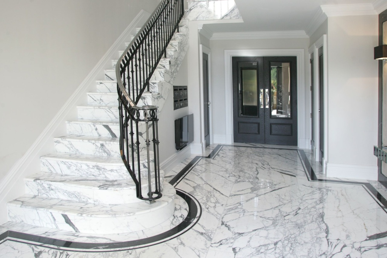 How many different types of Carrara marble available in India?